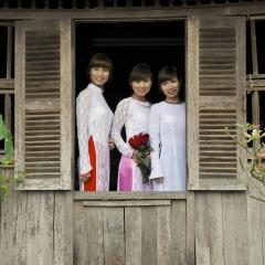 Portrait session. Ancient village of Duong Lam. Vietnam. 2013.
