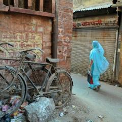 Afternoon stroll. Jodhpur, India. 2014.